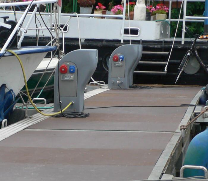 Bornes électricité port